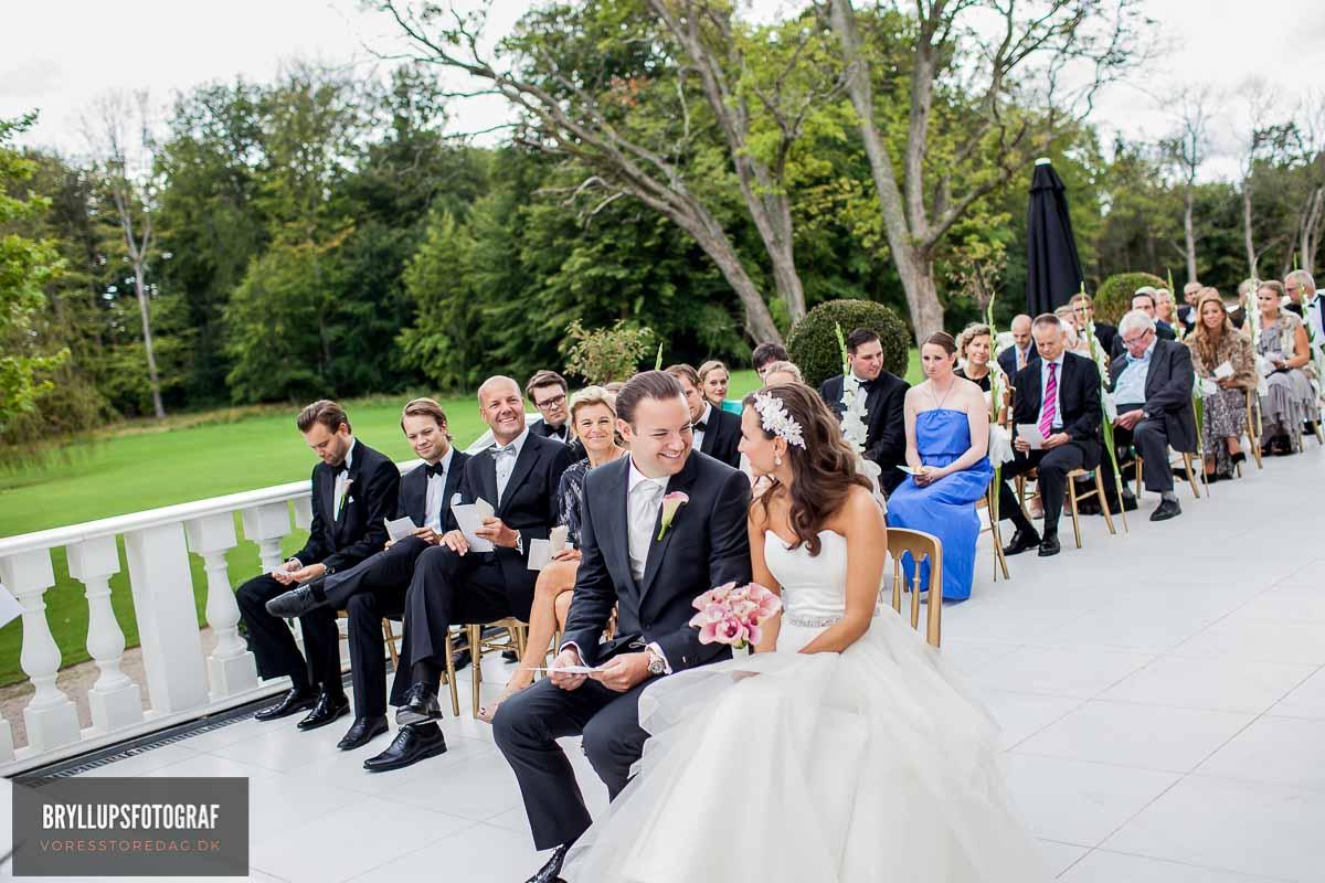 kan tilknytte en professionel bryllupsfotograf til en god pris